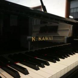 Kawai KF-1 von 1995 in Schwarz glänzend