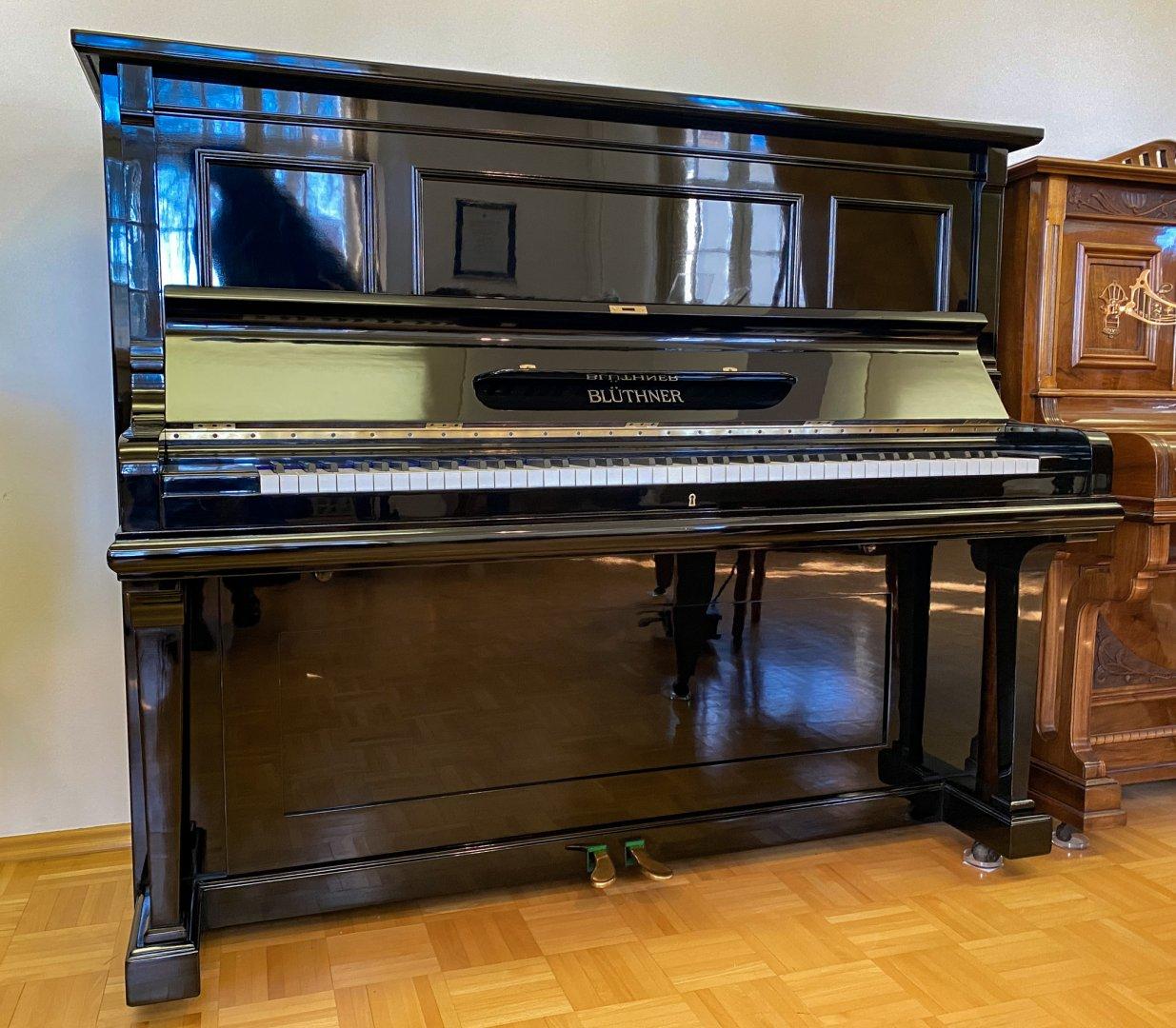 Blüthner 137 cm von 1927 in Schwarz glänzend