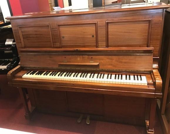 Steinway & Sons 130 von 1932 in Holz matt